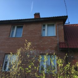 строительство под ключ: Монтаж софита и водостока на старом доме