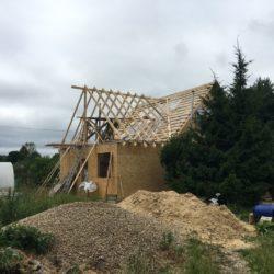 Строительство под ключ домов: Монтаж кровли и фронтона на дачном доме (замена старой кровли и монтаж пристройки к старому дому)